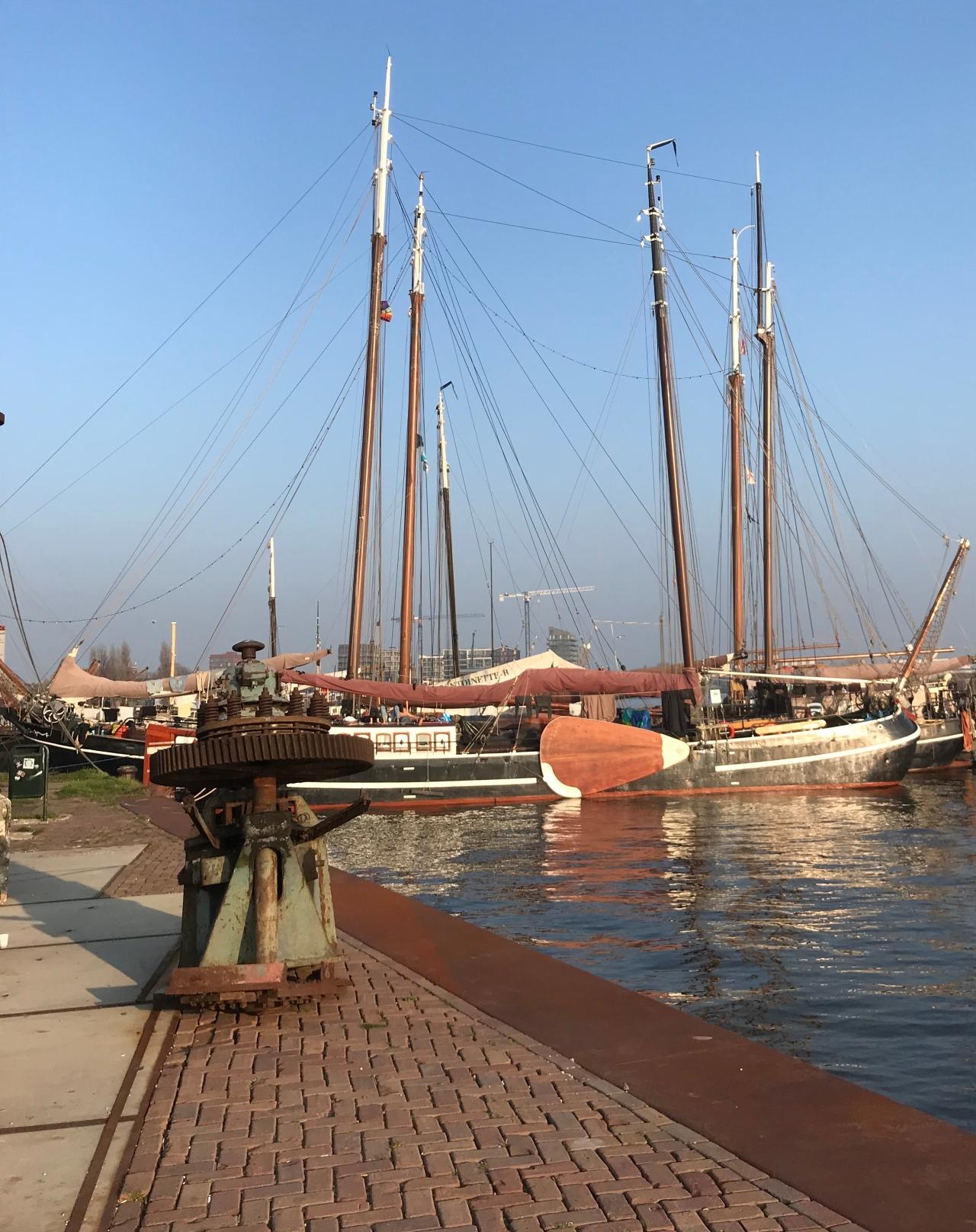 Op weg naar Zaanse Schans, blijven steken inAmsterdam